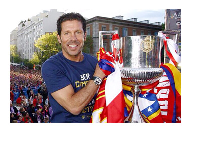 Diego Simeone - Twitter Photo - Holding a trophy in front of huge crowd - Atletico Madrid