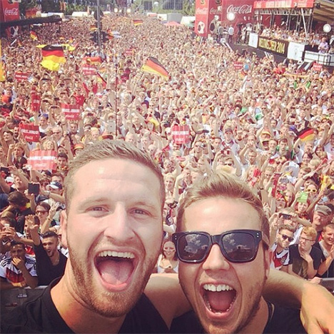 Shkodran Mustafi and Mario Gotze in front of German fans in Berlin
