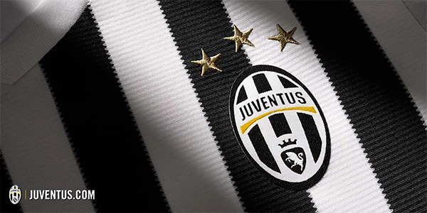 Juve 2015/16 kit - Home close up