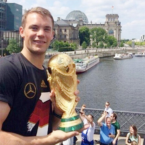 Manuel Neuer on top of the bus in Berlin