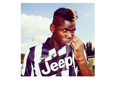 Paul Pogba kissing the Juventus jersey