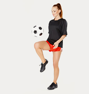 A babe is juggling a football in shorts